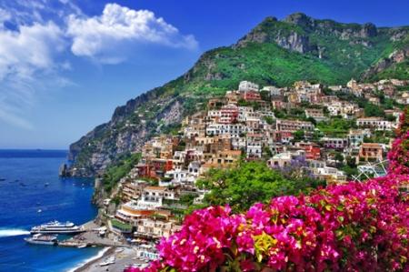 Lovers. Italia, Costa Amalfitana.Positano low